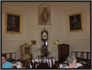 Statue of Beau Nash in the Pump Room