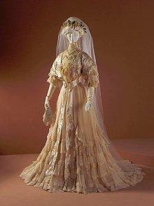 1907 Worth Wedding gown