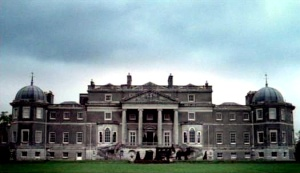 The Dashwoods lived in a grand house when Mr. Dashwood unexpectedly died.