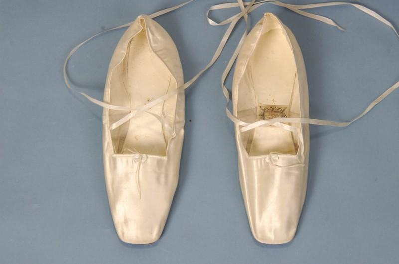 1939 wedding dress | Jane Austen\'s World