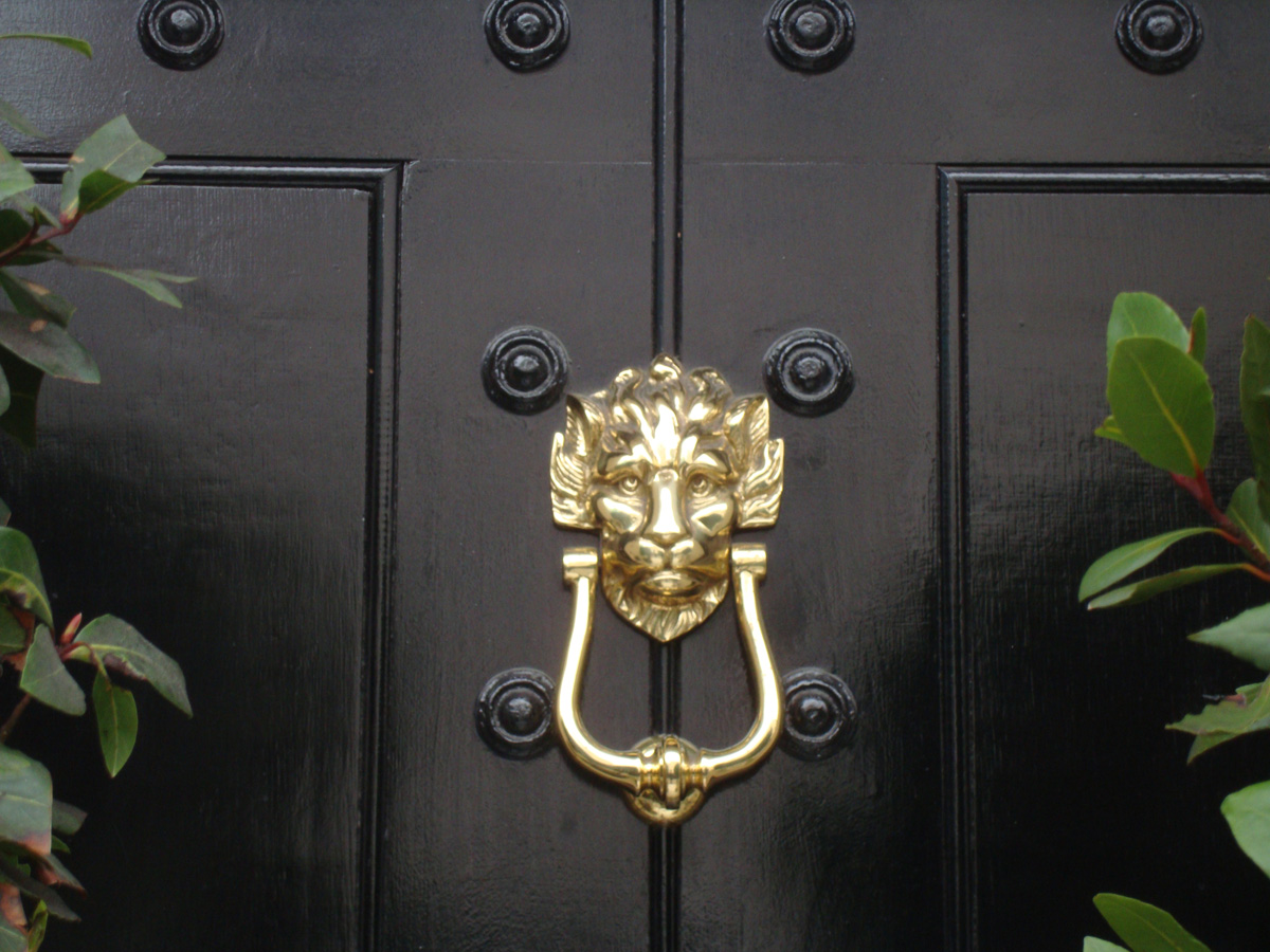Gallery For Door Knocker On Door
