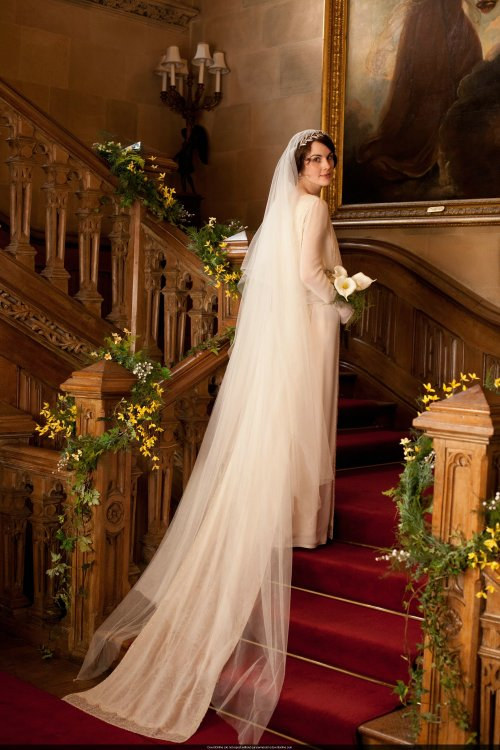 Mary-and-Matthews-Wedding-lady-mary-crawley-32438022-2000-3000