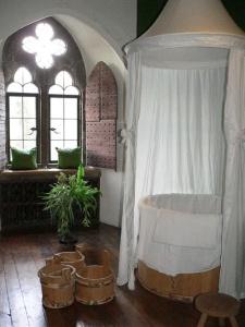 Medieval bath, Leeds Castle