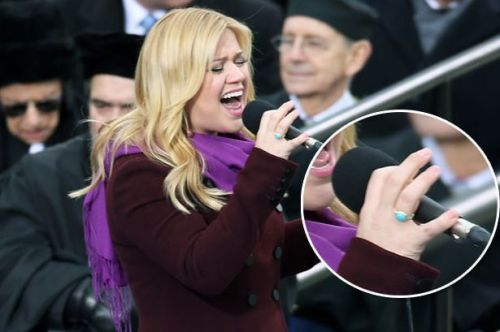 Kelly Clarkson wears a facsimile of Jane Austen's ring at a concert.