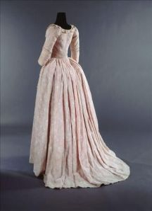 1785-90 Sheer embroidered cotton muslin lined with pink silk taffeta - Galliera