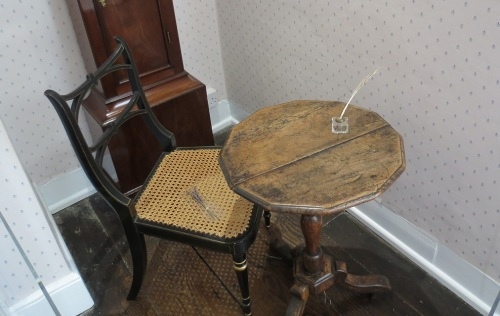 Image 10 desk