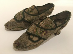 Image of Georgian era shoes from Museum Worcestershire collection: courtesy of the Worcester City Art Gallery & Museum.