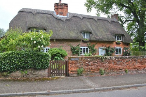 Thatched roof cottage in Chawton. Image courtesy of Susan Branch.