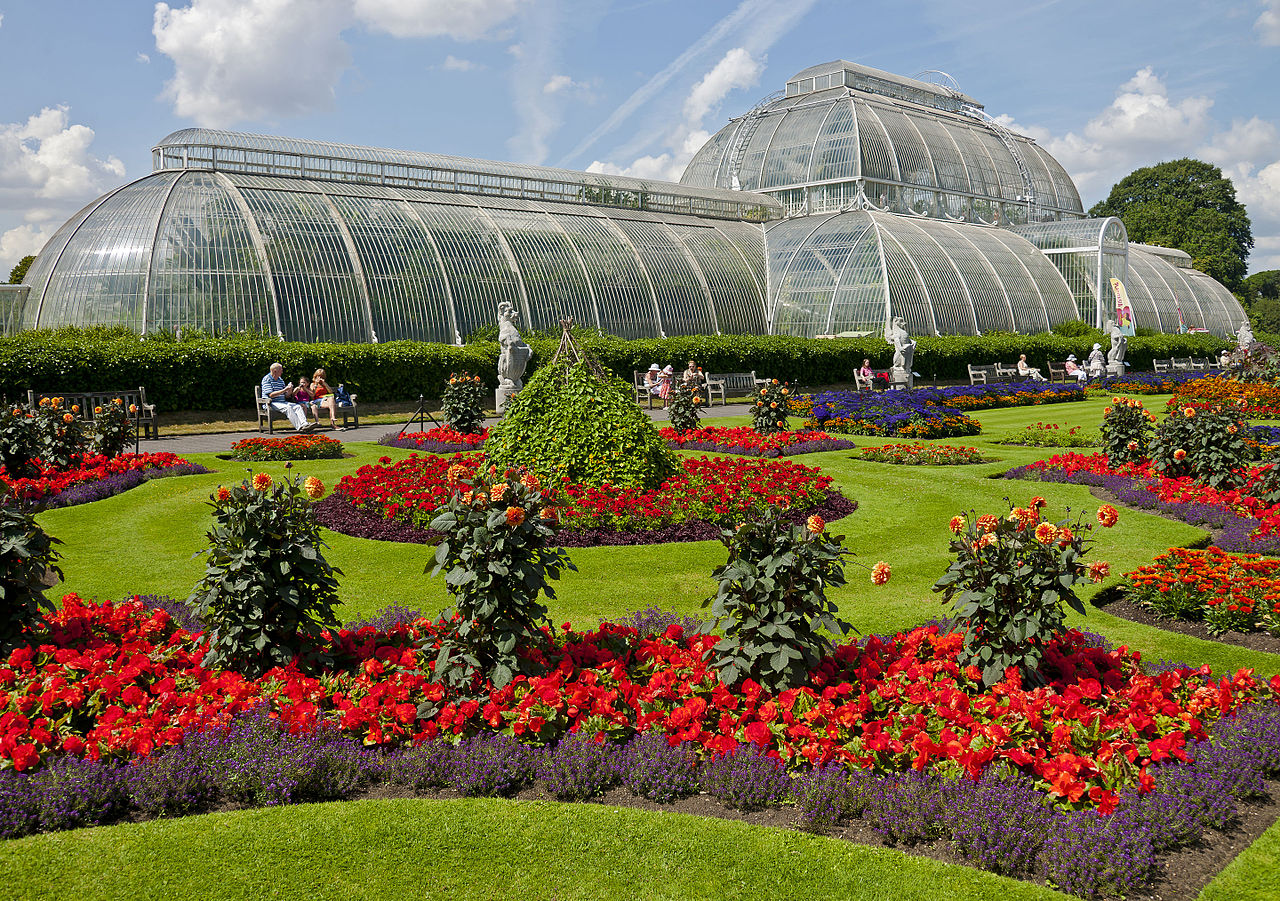 Cplor photo of Flowers in front of the Palm House, Kew Gardens. Taken by Daniel Case
